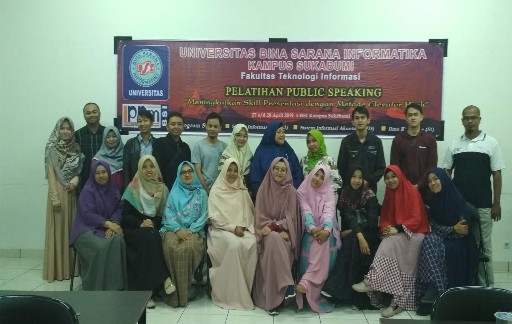 Dosen Universitas Bina Sarana Informatika Latih Public Speaking Yayasan Assukuriyah